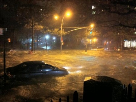 Hurricane Sandy Lower Manhattan 450x336 11 Horrifying Photos Of The Devastation Caused By Hurricane Sandy